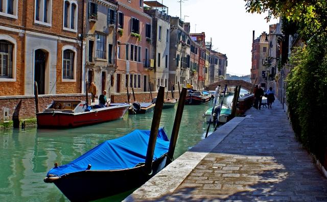 Venedig, vid sidan av Canale Grande