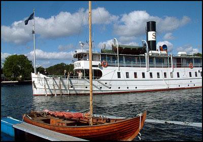 90811WebbildWaxholmsbåt