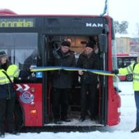 Buss, kaffe och dragspel i kylan