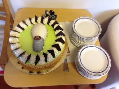 En tårta med glödlampa blev det på Skogsängsgården idag. Barnen fick glass.