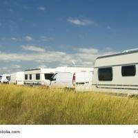 Kommunen åtgärdar förbjuden husvagnsparkering vid Möllebadet