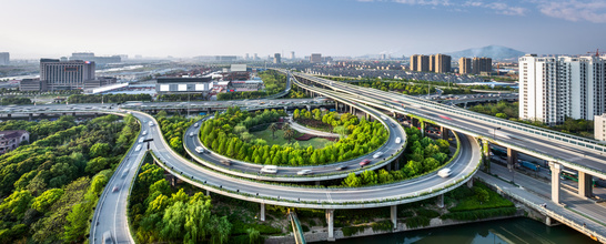 traffic on elevated expressway